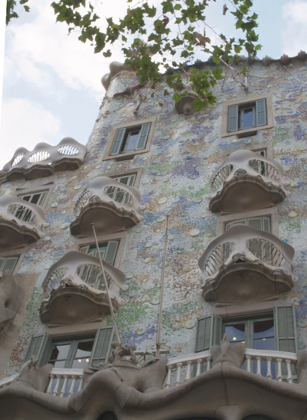 Casa Battlo facade in daylight