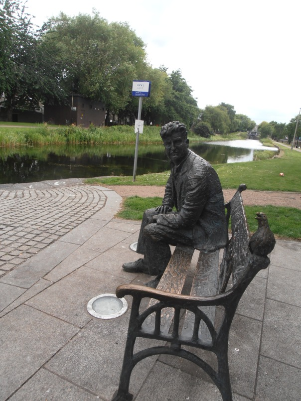 Brendan Behan statue sitting on a bench